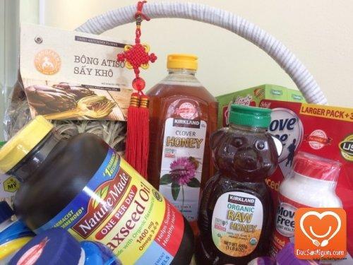 Mật ong Kirkland Organic Honey trong giỏ quà tặng sức khỏe dành tặng người thân